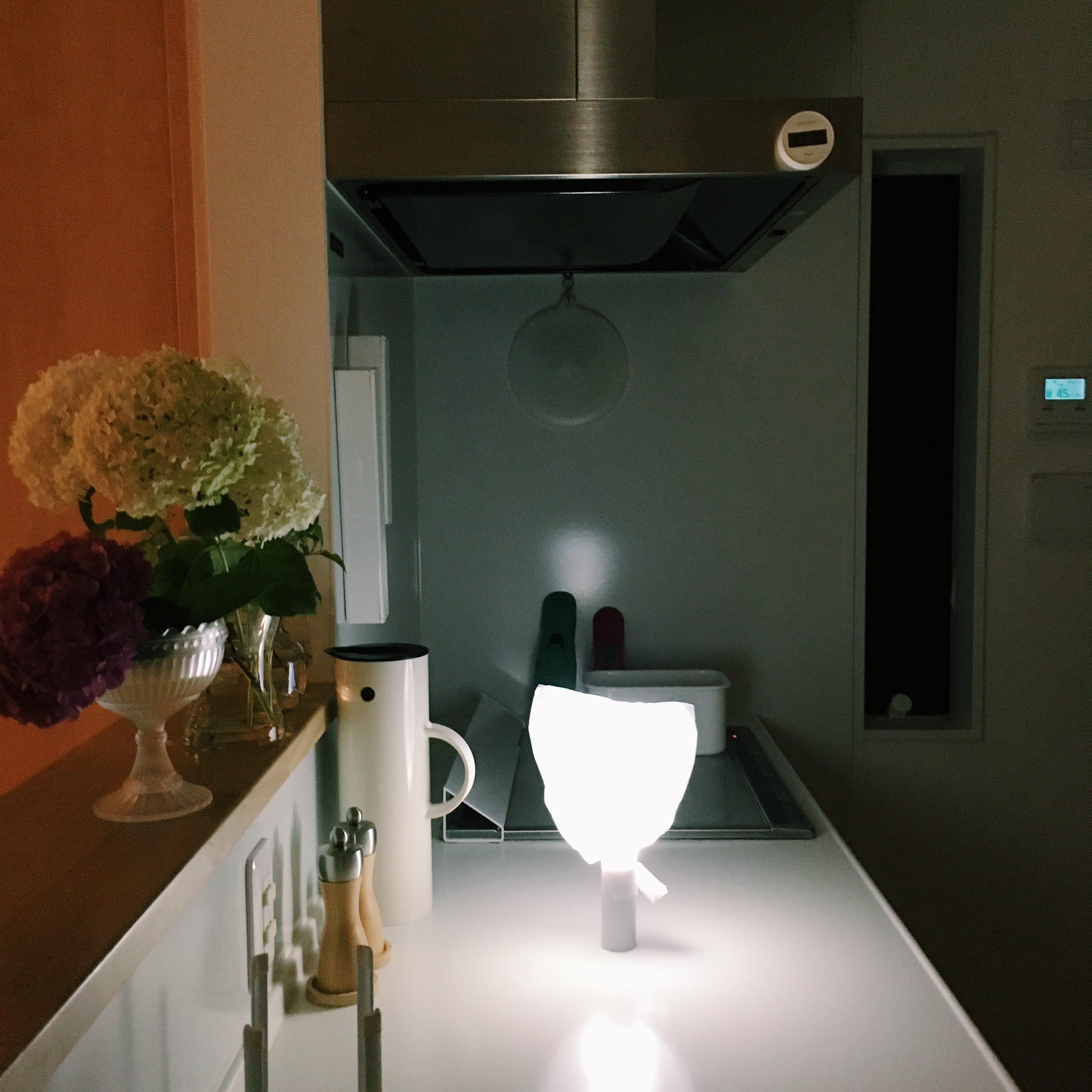 【停電の時の明かり】ライトとレジ袋で、部屋を柔らかく照らそう
